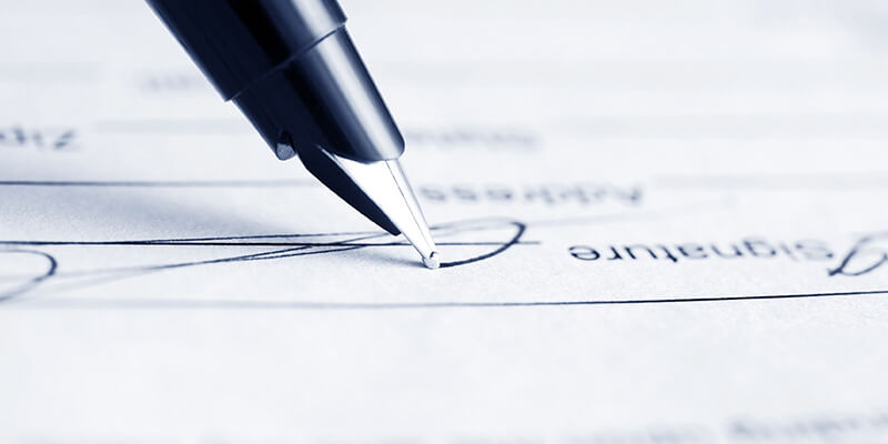 pen signing vehicle lease document