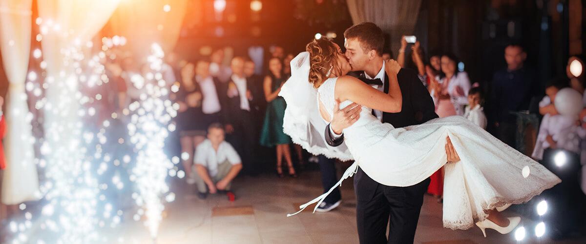 wedding party arriving at dallas venue